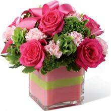 B28-4802 Le Bouquet FTD®, Invitations Rougissantes™